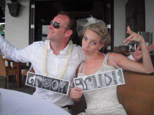 bride_groom_signs_silly